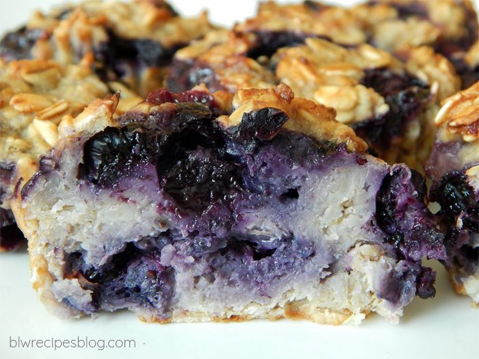 Muffins with oatmeal and fruit (frozen or fresh)