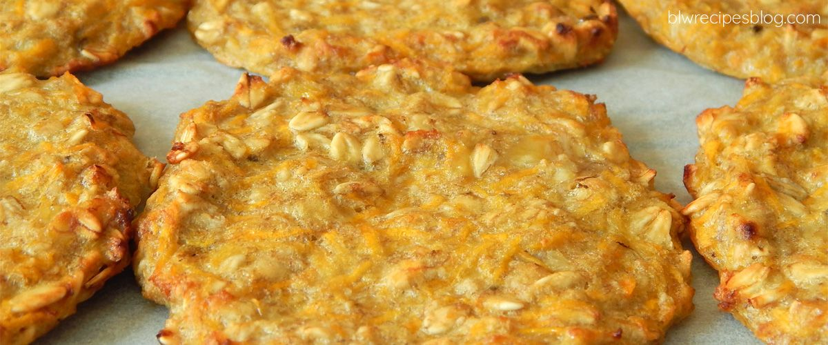 Baked fritters with oat flakes and carrot - sweet without sugar